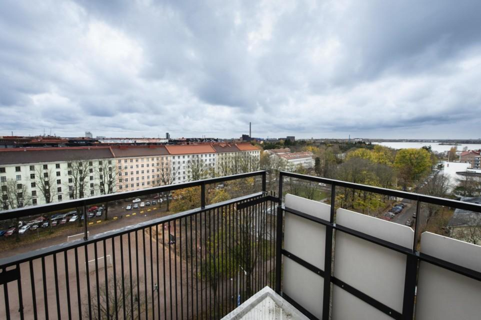 Unihome - Töölö towers - King studio with balcony